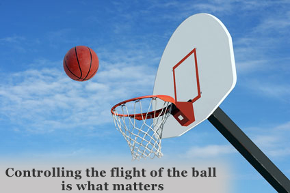 Image of the flight of the basketball