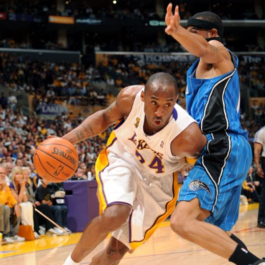 image of Kobe slicing his defender's hip